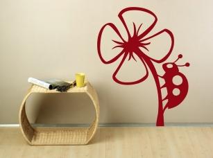 Beruška na květu samolepka na zeď