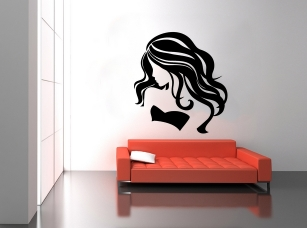 Nesmělá dívka samolepka na zeď